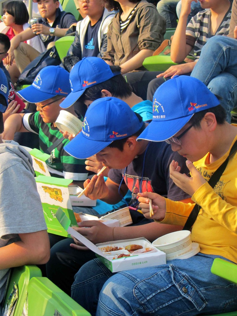 Fried chicken at Korean baseball