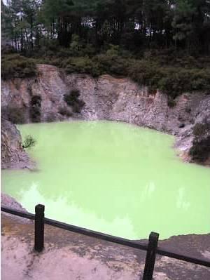 Colored pool - Wai-O-Tapu - Rotorua - New Zealand