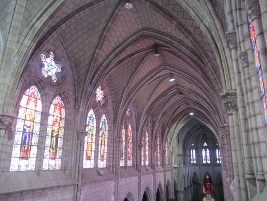Basilica del Voto Nacional nave