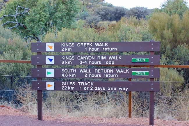 Trail signs Kings Canyon